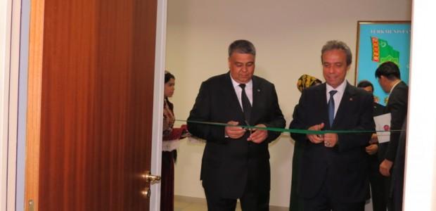 Türkmenistan Uluslararası İlişkiler Enstitüsü'ne Kurulan Kütüphane Hizmete Açıldı - 5