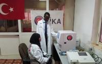 تيكا تقوم بتجهيز جمعية سودان تركيا الطبية التعاونية بالاجهزة الطبية