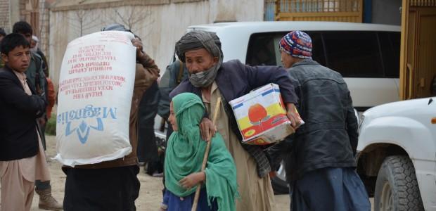 """""""تيكا"""" التركية توزع مساعدات إغاثية على العوائل المتضررة في افغانستان - 1"""