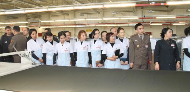 ورشة تدريبية في معمل الخياطة العسكرية لموظفي القوة العسكرية القيرغيزية - 3