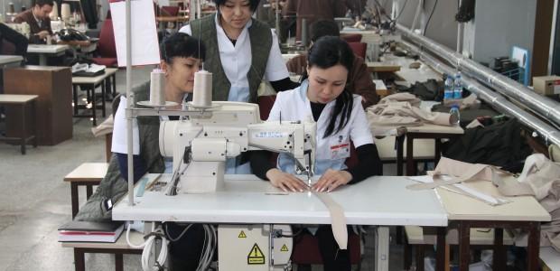ورشة تدريبية في معمل الخياطة العسكرية لموظفي القوة العسكرية القيرغيزية - 2