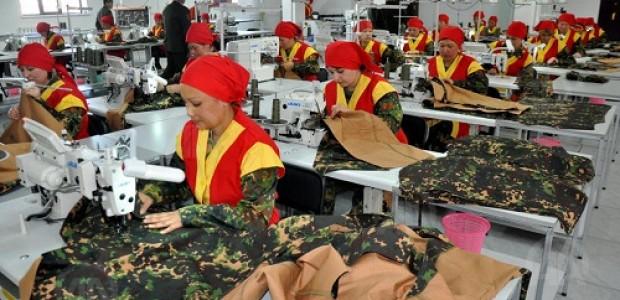 ورشة تدريبية في معمل الخياطة العسكرية لموظفي القوة العسكرية القيرغيزية - 1