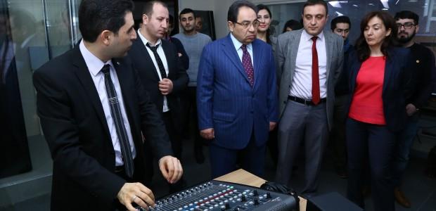 تيكا تأسس ستديوهات تلفيزيونية في جامعة باكو الحكومية في اذربيجان - 4
