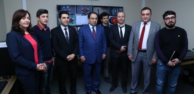 تيكا تأسس ستديوهات تلفيزيونية في جامعة باكو الحكومية في اذربيجان - 3