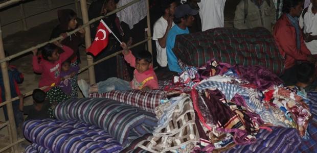وكالة تيكا تقدم مواد ومساعدات إنسانية لمسلمي اراكان في نيبال  - 3