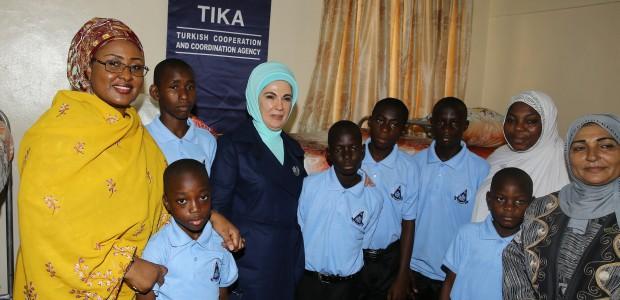 عقيلة الرئيس التركي السيدة امينة اردوعان تفتتح دار الايتام المنفذة من قبل وكالة تيكا في نيجريا - 1