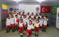 """""""تيكا"""" التركية تقدم مساعدات رياضية لمدرسة برازيلية"""