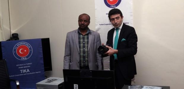 """""""تيكا"""" التركية تقدم معدات إعلامية لوكالة الأنباء الإثيوبية - 1"""