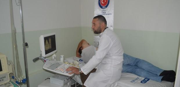 """""""تيكا"""" التركية تقدم مساعدات طبية لمؤسسة في كوسوفا - 1"""