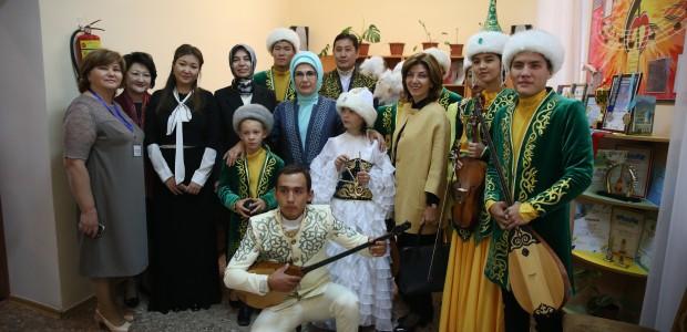 Emine Erdoğan, Astana Çocuk Evi ve Yetimhanesini Ziyaret Etti  - 5