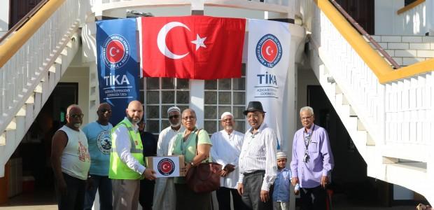 """""""تيكا"""" التركية ترسم البسمة على وجوه مسلمي سورينام في العيد - 1"""