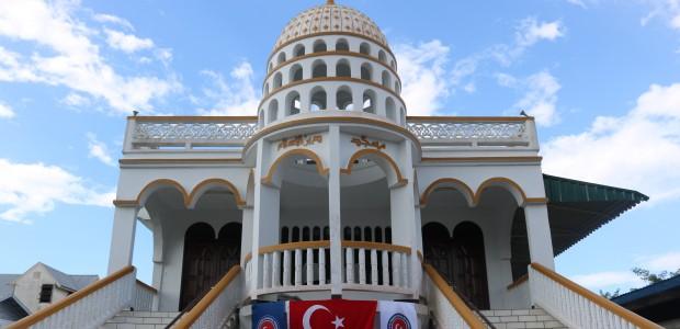 """""""تيكا"""" التركية ترسم البسمة على وجوه مسلمي سورينام في العيد - 2"""