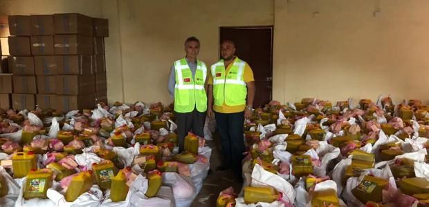تيكا التركية تقدم مساعدات غذائية لألف أسرة متضررة من السيول في سيراليون - 4