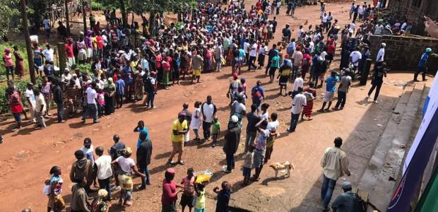 تيكا التركية تقدم مساعدات غذائية لألف أسرة متضررة من السيول في سيراليون - 3