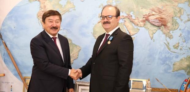 TİKA Başkanı Dr. Serdar Çam'a, Kazakistan Bağımsızlık Madalyası - 3