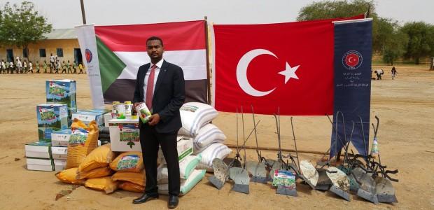 """تيكا التركية توزع بذورا ومعدات زارعية في ولاية """"دارفور"""" غربي السودان - 2"""