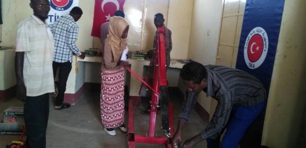 Sudan'da Güney Kordofan Eyaleti Teknik Fakültesi Mesleki Eğitim Atölyelerine Ekipman Desteği - 3
