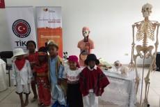 TİKA'dan Ekvadorlu Öğrencilere Deney Ekipmanları Desteği
