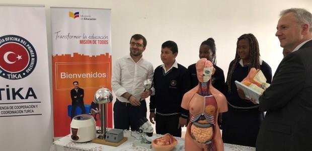 TİKA'dan Ekvadorlu Öğrencilere Deney Ekipmanları Desteği - 3