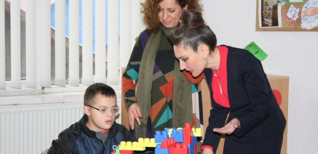 تيكا التركية تؤسس غرفة إثارة حسية للأطفال المعاقين في كوسوفو - 2