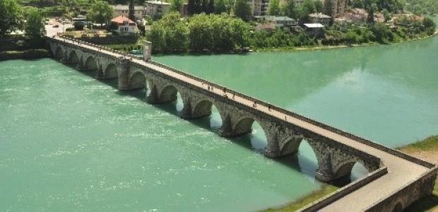 تيكا التركية تستكمل ترميم جسر درينا في البوسنة  - 3