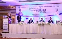 Pakistan'da Gelişmekte Olan Ülkelerin Kalkınmasında Mesleki ve Teknik Eğitim Konferansı