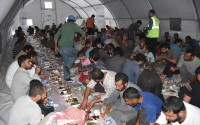 تيكا التركية تنظم إفطارًا جماعي وتوزع مساعدات غذائية في سوريا