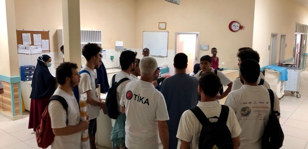 TİKA's Volunteer Ambassadors Offered Remedy to Patients in Somalia - 3