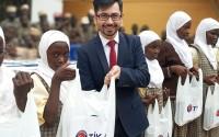 تيكا التركية توزع مساعدات مدرسية للايتام في اوغندا