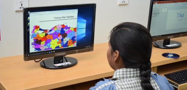 """""""تيكا"""" التركية تفتتح قاعة الدراسات التقنية في مدرسة باكستانية - 2"""