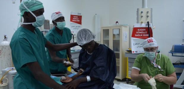TİKA ve Yeryüzü Doktorları Sudanlı Hastalara Umut Oldu - 1