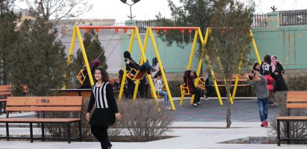 Afganistan'da Kadınlar Bahçesi için Çocuk Oyun Parkı ve Dinlenme Alanı  - 2