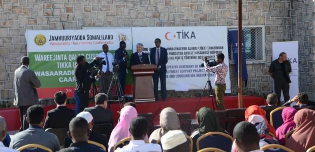 """""""تيكا"""" التركية تقدم معدات واجهزة طبية لمستشفى حكومي في الصومال - 3"""