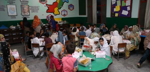 TİKA'dan Pakistanlı Yetimlere Gıda Yardımı ve İftar - 3