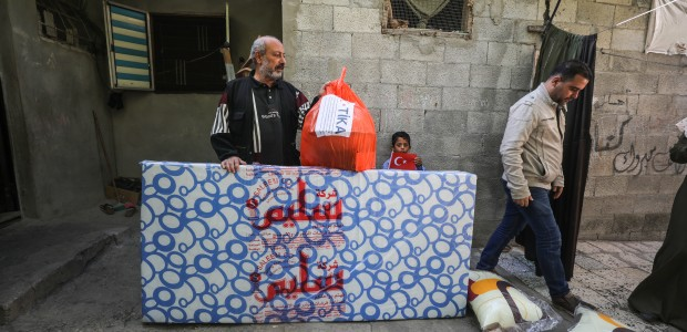 TİKA Provides Assistance 1100 Families Affected by the Raids on Gaza - 5
