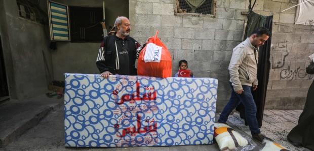"""""""تيكا"""" التركية توزع مساعدات إغاثية على المتضررين في غزة - 5"""