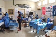 بدعم تيكا التركية اطباء الاتراك تعالج المرضى في النيجر