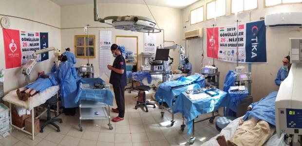 بدعم تيكا التركية اطباء الاتراك تعالج المرضى في النيجر - 1