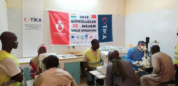 بدعم تيكا التركية اطباء الاتراك تعالج المرضى في النيجر - 2
