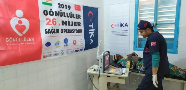 بدعم تيكا التركية اطباء الاتراك تعالج المرضى في النيجر - 6