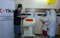 """""""تيكا"""" التركية تقدم معدات طبية حديثة لمستشفى في باكستان"""