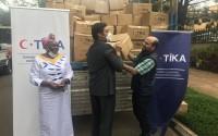"""""""تيكا"""" التركية تقدم مساعدات غذائية إلى أوغندا"""