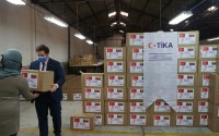 تيكا التركية توزع طرودا غذائية على 400 أسرة فنزويلية