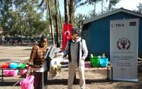 تيكا التركية تقدم مساعدات لعوائل كينية هدمت منازلها