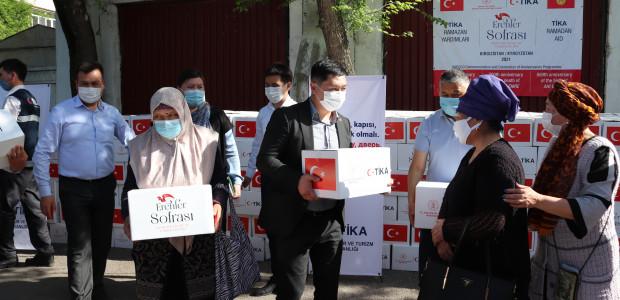 TİKA'nın Erenler Sofrası Kırgızistan'da İhtiyaç Sahiplerini Sevindirmeye Devam Ediyor  - 2
