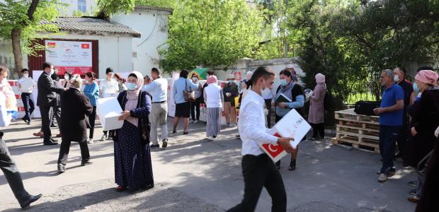 TİKA'nın Erenler Sofrası Kırgızistan'da İhtiyaç Sahiplerini Sevindirmeye Devam Ediyor  - 4