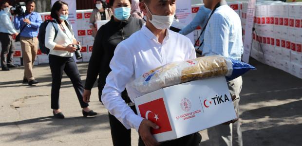 TİKA'nın Erenler Sofrası Kırgızistan'da İhtiyaç Sahiplerini Sevindirmeye Devam Ediyor  - 5