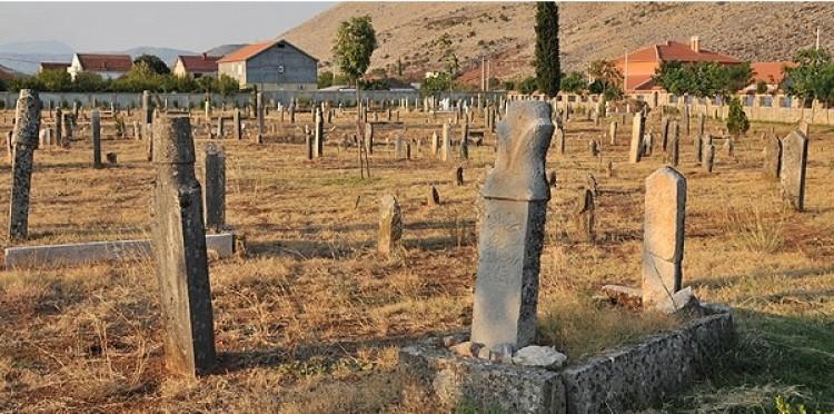TİKA Balkanlar'daki Şehitliklere Sahip Çıkıyor
