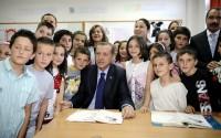 Başbakan Erdoğan Makedonya'da Donanımı TİKA Tarafından Tamamlanan Türk Okulunun Açılışını Yaptı