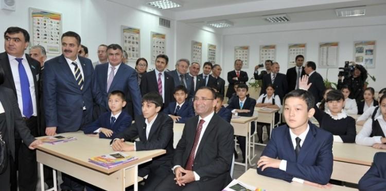 Başbakan Yardımcısı Bekir Bozdağ Kazakistan'da Kazak-Türk Lisesinin Açılışını Yaptı
